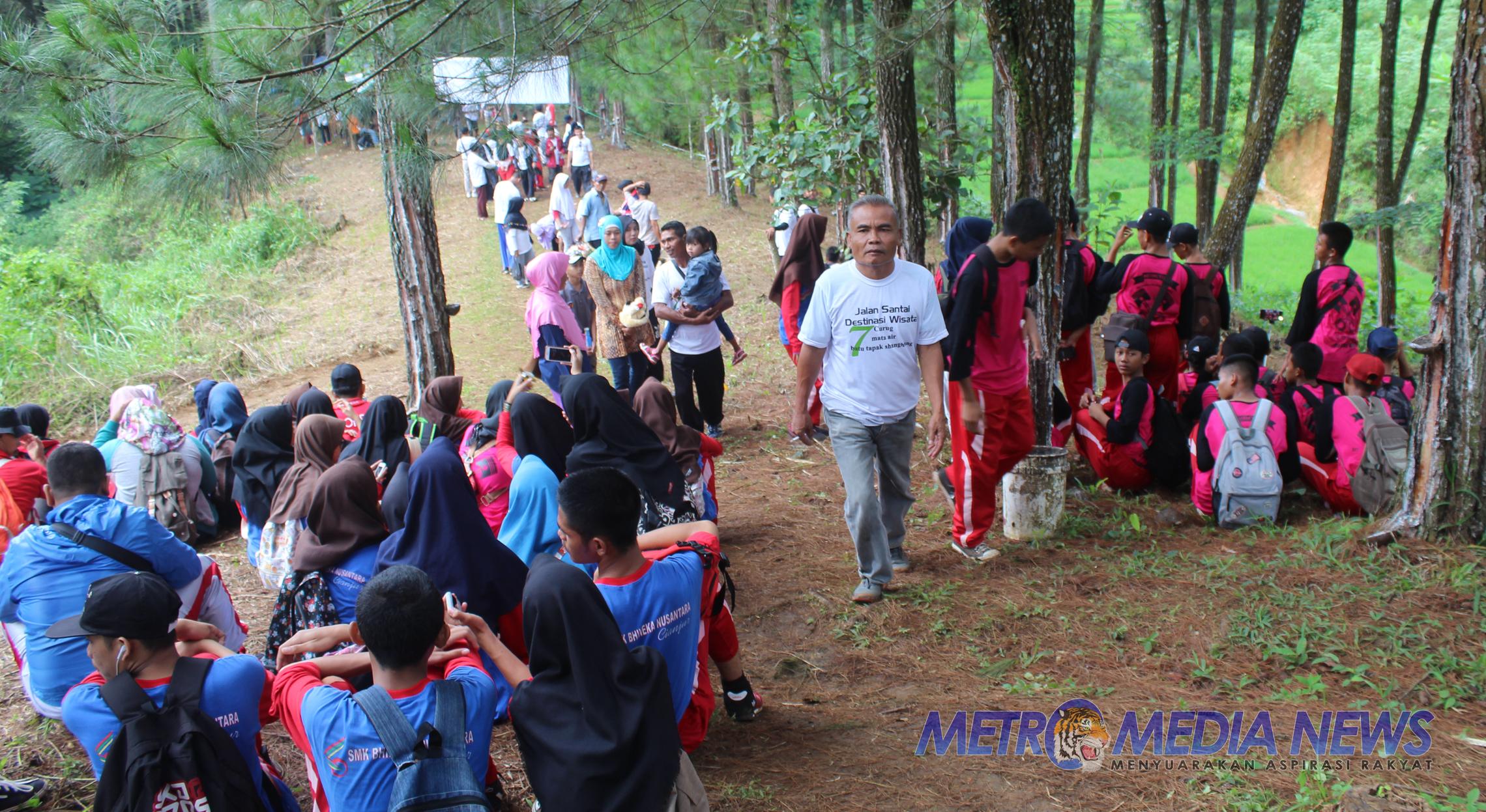 Seribu Peserta Ikut Jalan Santai Jelajahi Situs Gunung Mananggel Mekarjaya Mande Metromedianews Co