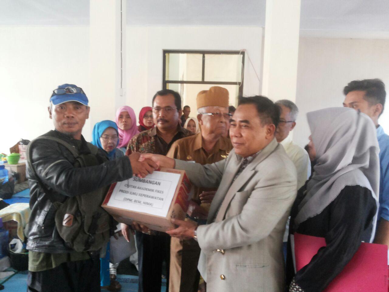 Rektor Universitas Bale Bandung Berikan Bantuan Bagi Korban Bencana Banjir