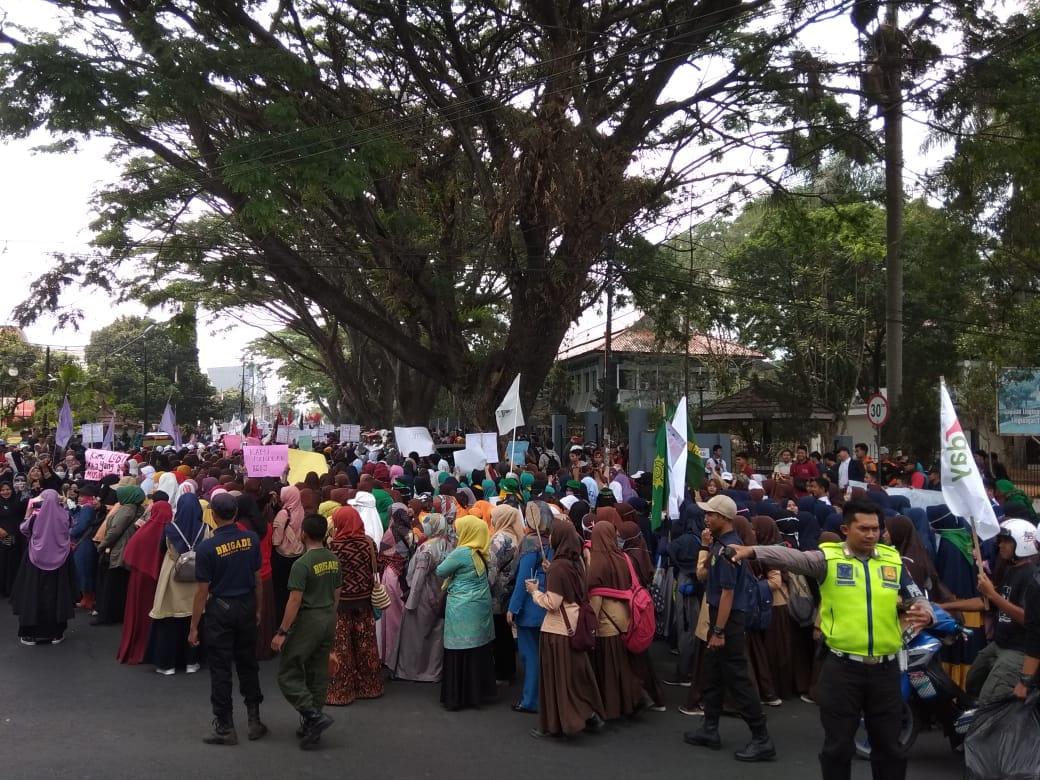 Ribuan Massa dari 35 Ormas Gelar Aksi Tolak LGBT di Garut