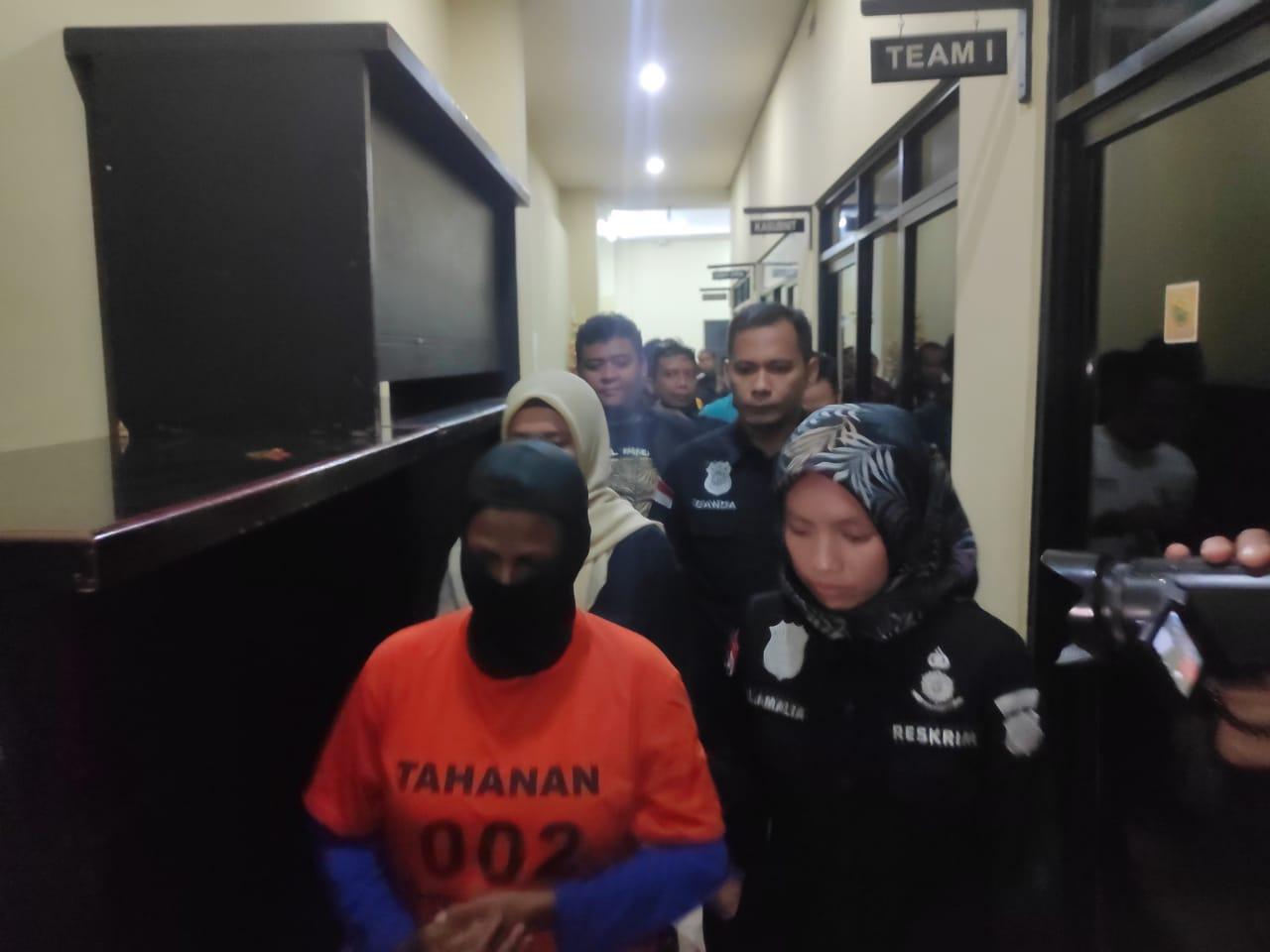 Polisi Tangkap Pelaku yang Sayat Leher Penumpang TransJakarta yang Viral di Medsos